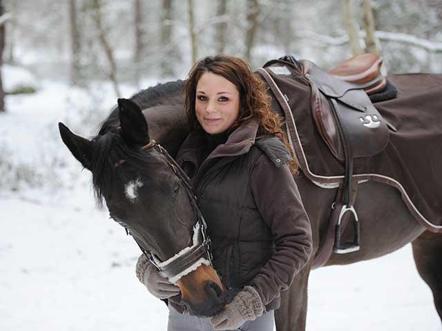Pferdepflege-Helferin